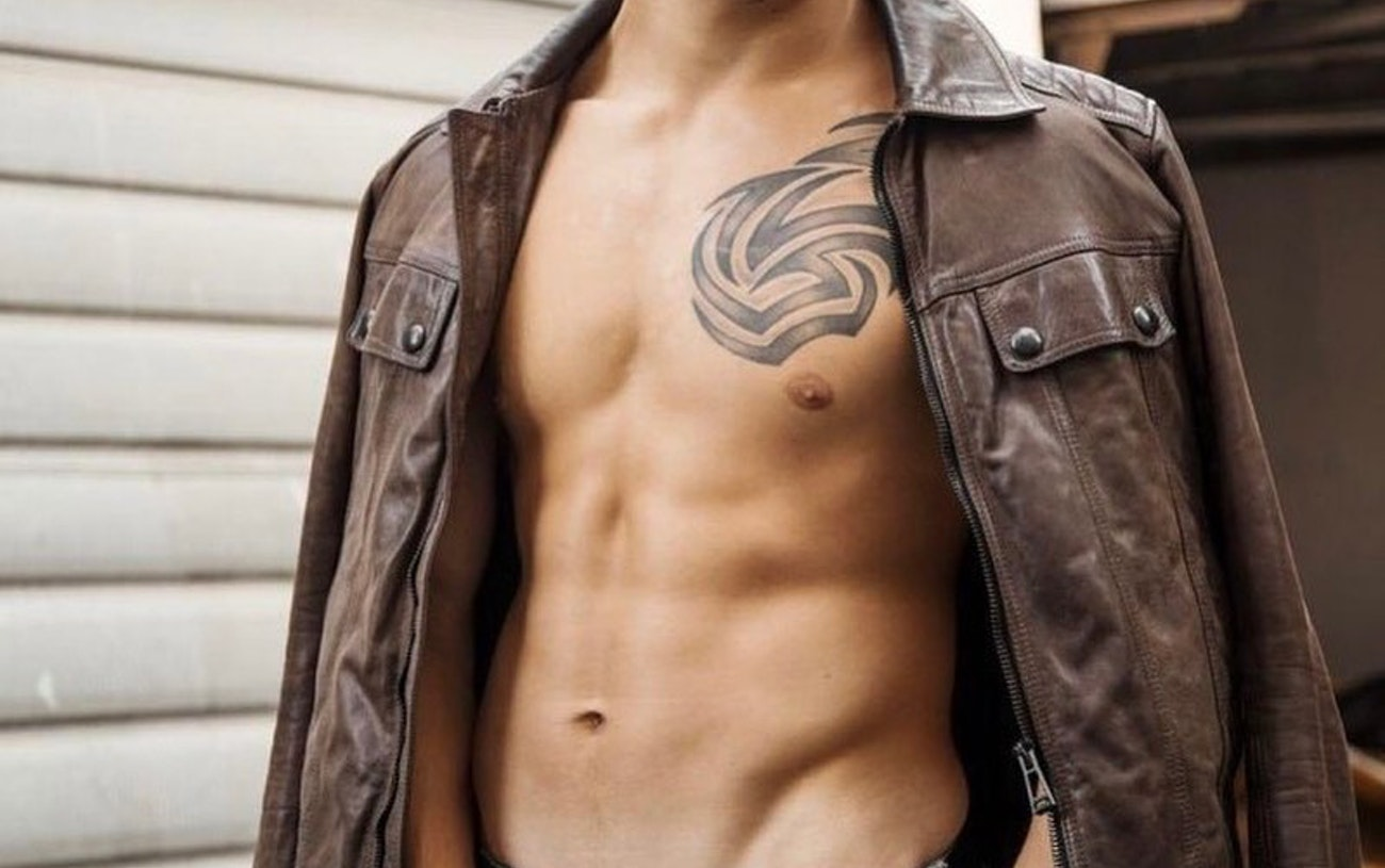 #men #bulge #jeans #tatoo #twinks #twink #gaymen #gayboy #hotmen #hotboys #shredded #sixpack