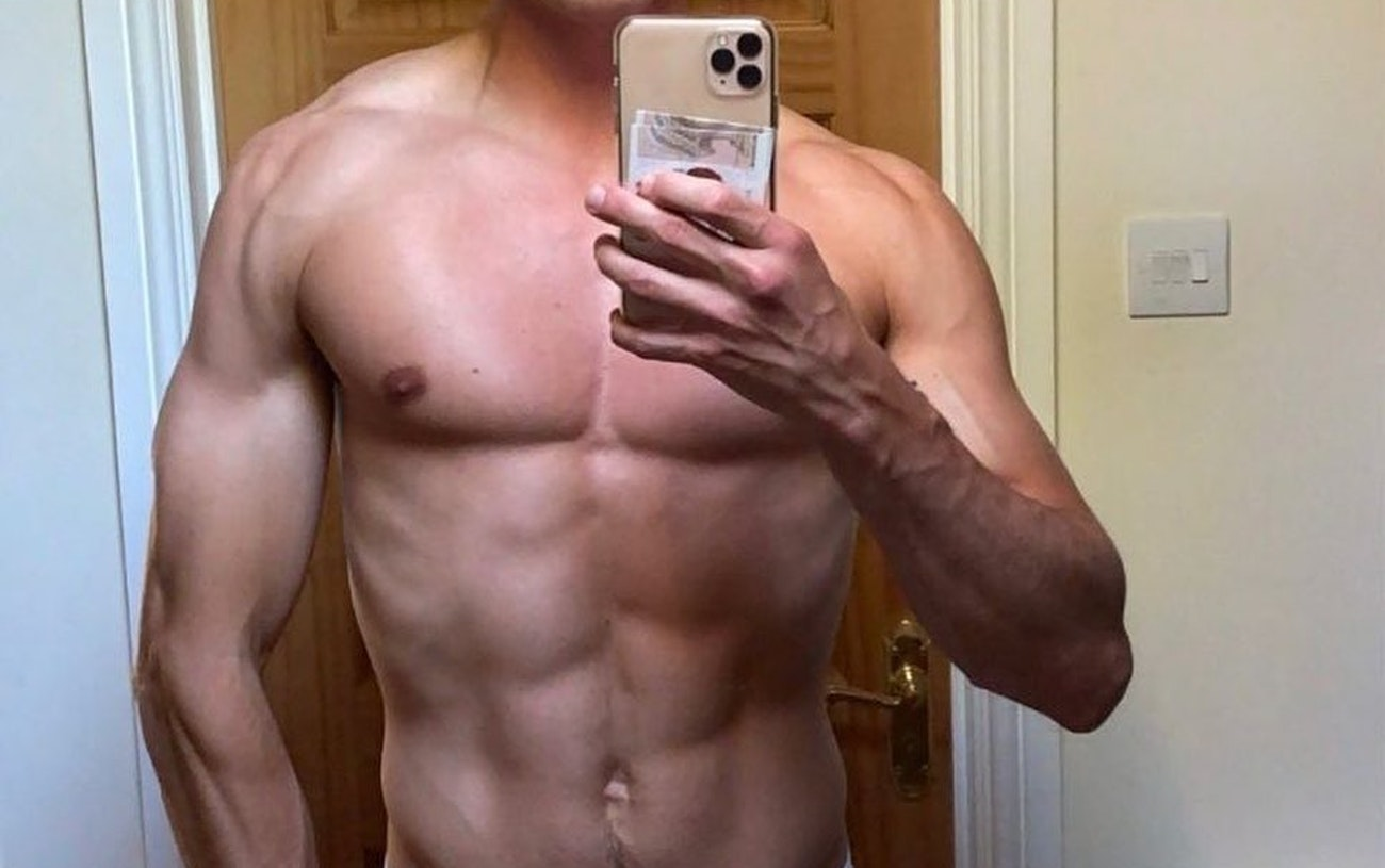#men #selfie #hunks #muscular #underwear #calvinkleinunderwear #shredded #gaymen #gayboy #gaymusclehunks #gayhot