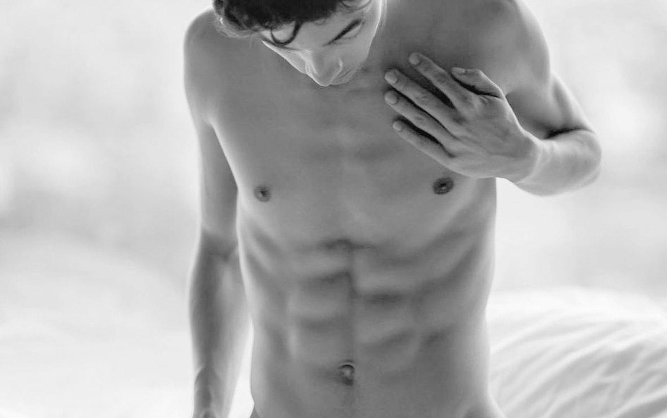 #men #blackandwhite #sixpack #abs #twink #twinks #gaymen #gayboy #hot #shirtlessguys