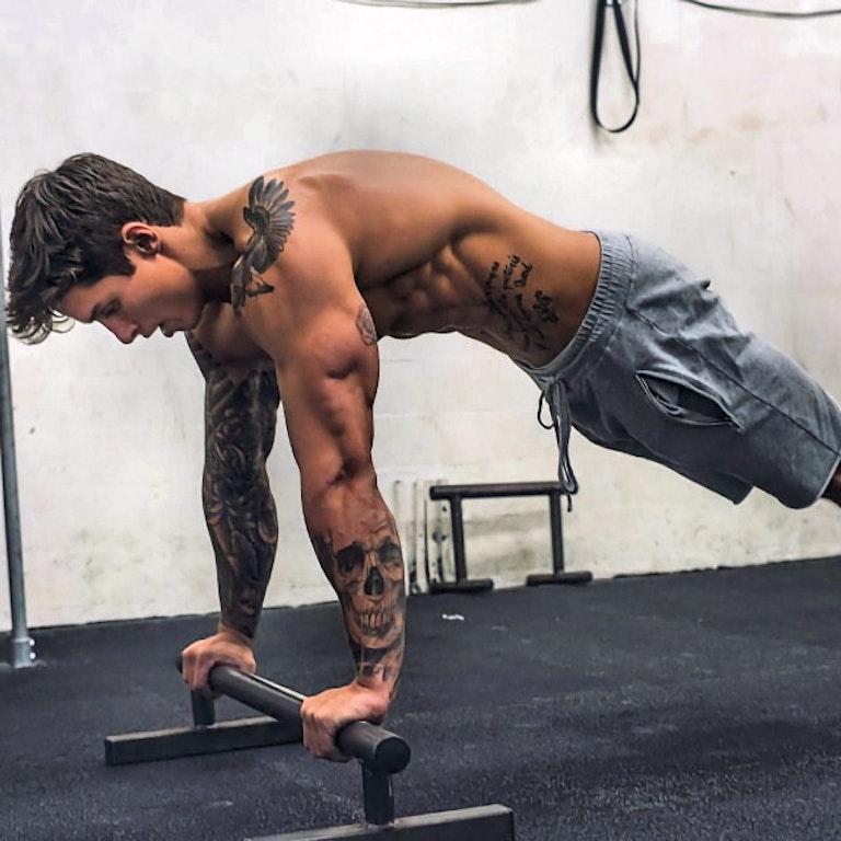 #men #fitmen #fitness #tatoo #shredded #shirtlessguys #sixpack #abs #hotmen #gaymen #gayboy #shorts #hunk