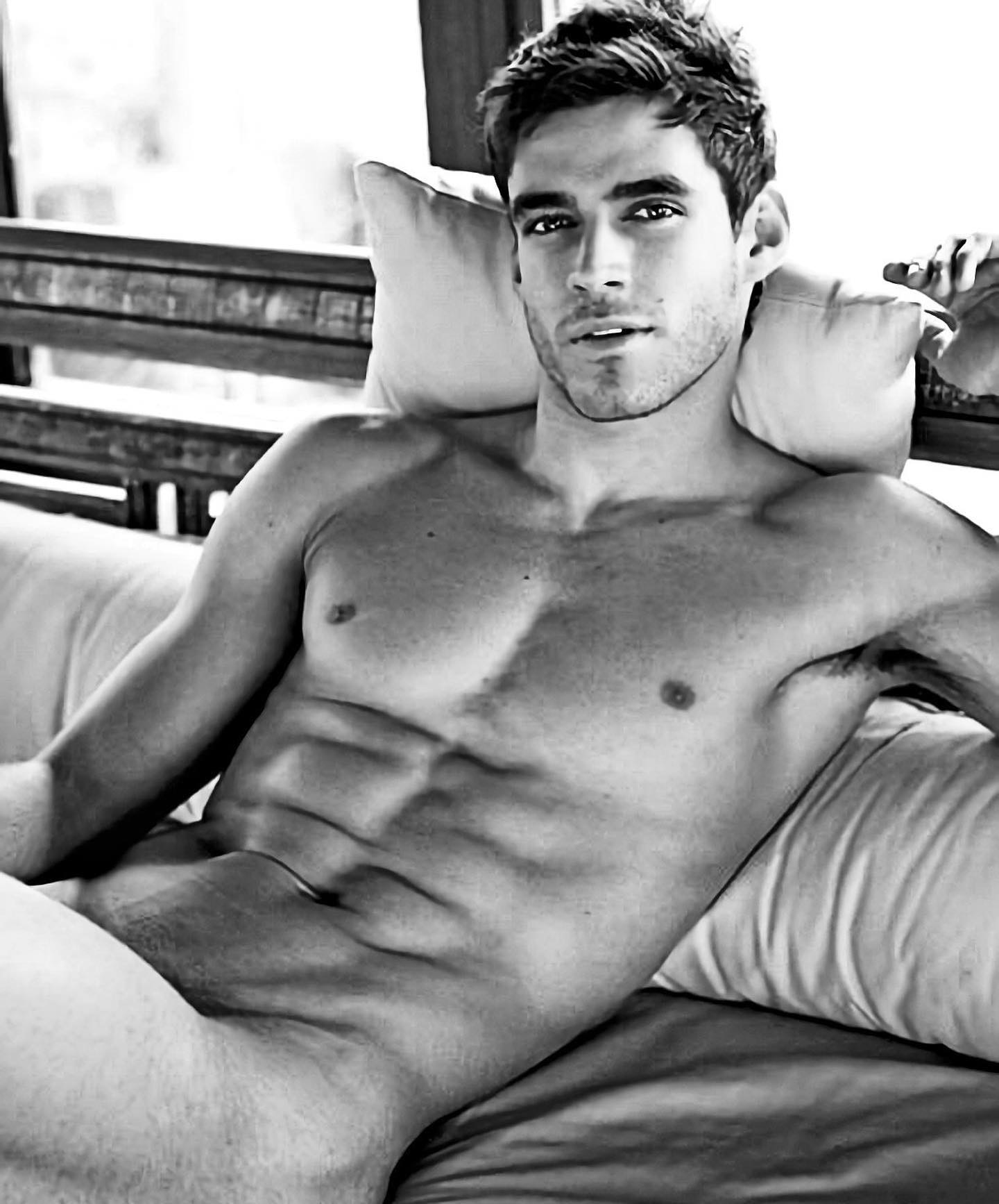 #men #blackandwhite #muscular #muscle #abs #sixpack #shirtlessguys #gaymen #hotmen #armpits #hunks